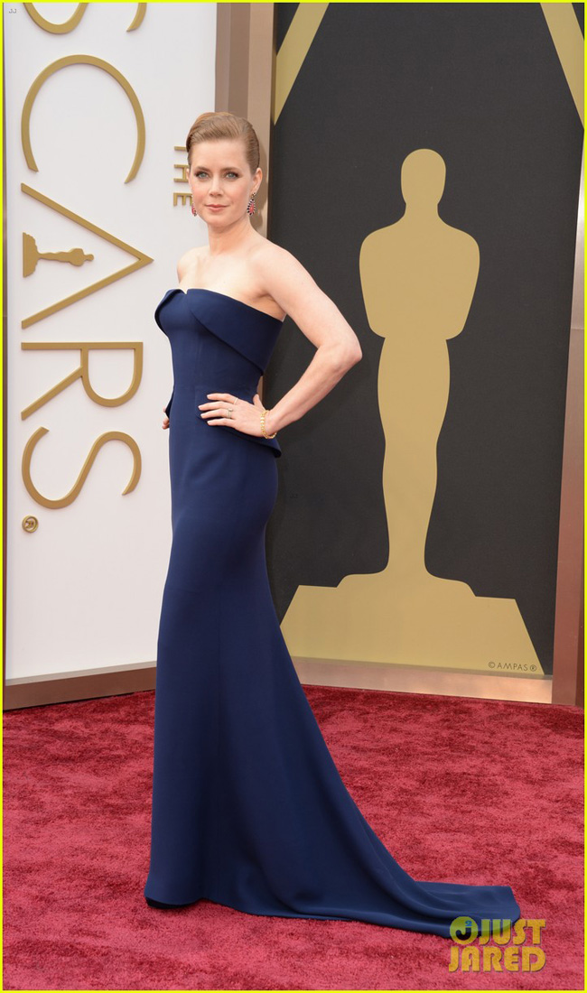 amy-adams-oscars-2014-red-carpet-with-darren-le-gallo-01