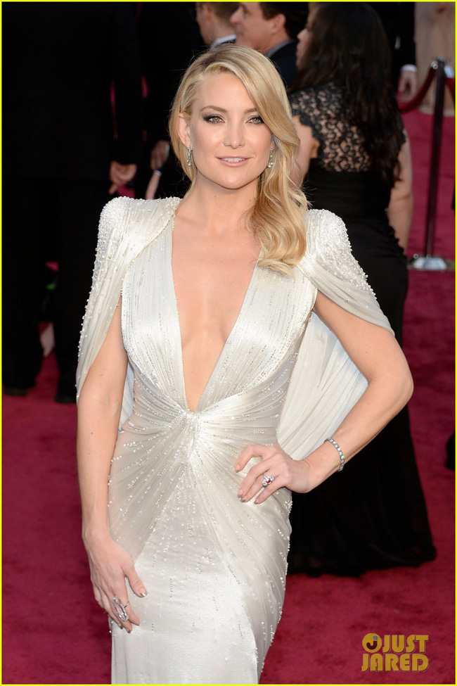 kate-hudson-oscars-2014-red-carpet-02-1