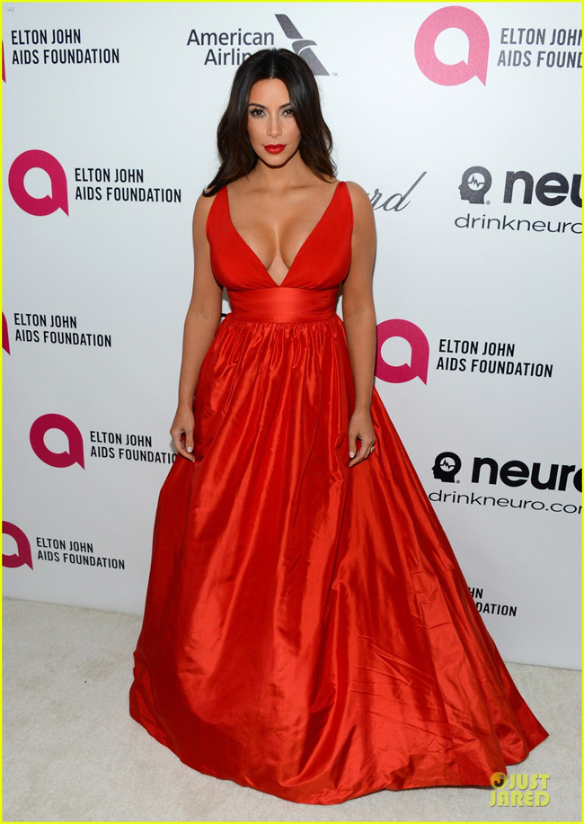 kim-kardashian-bares-cleavage-in-red-dress-at-elton-john-oscars-party-2014-01-1