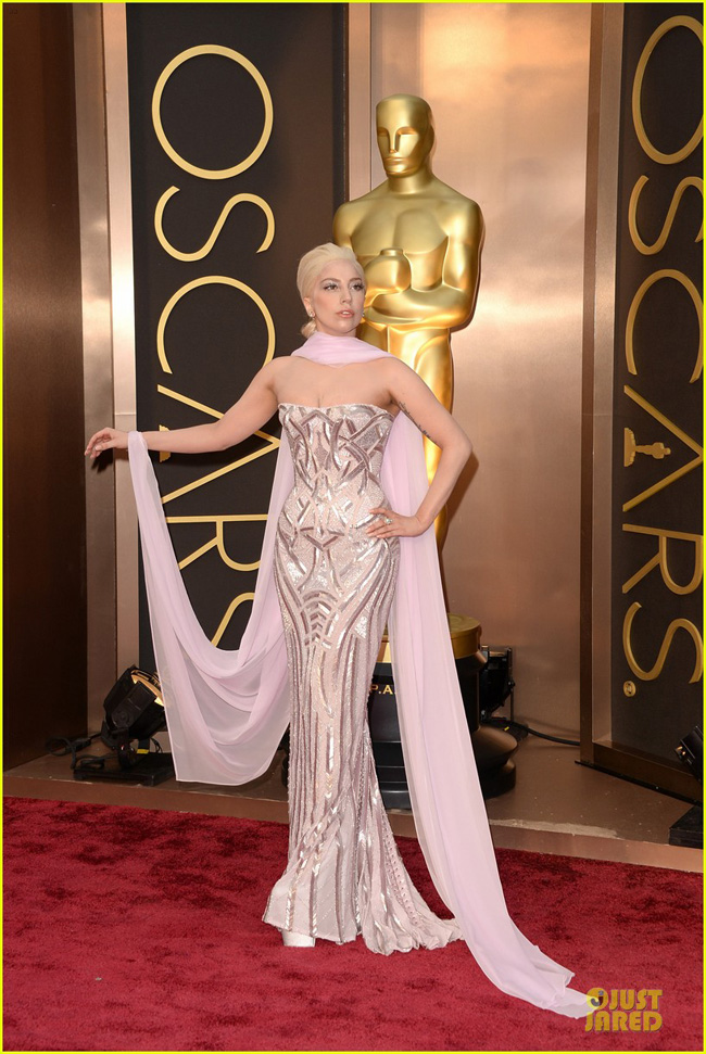 lady-gaga-metallic-goddess-on-the-oscars-2014-red-carpet-04-1