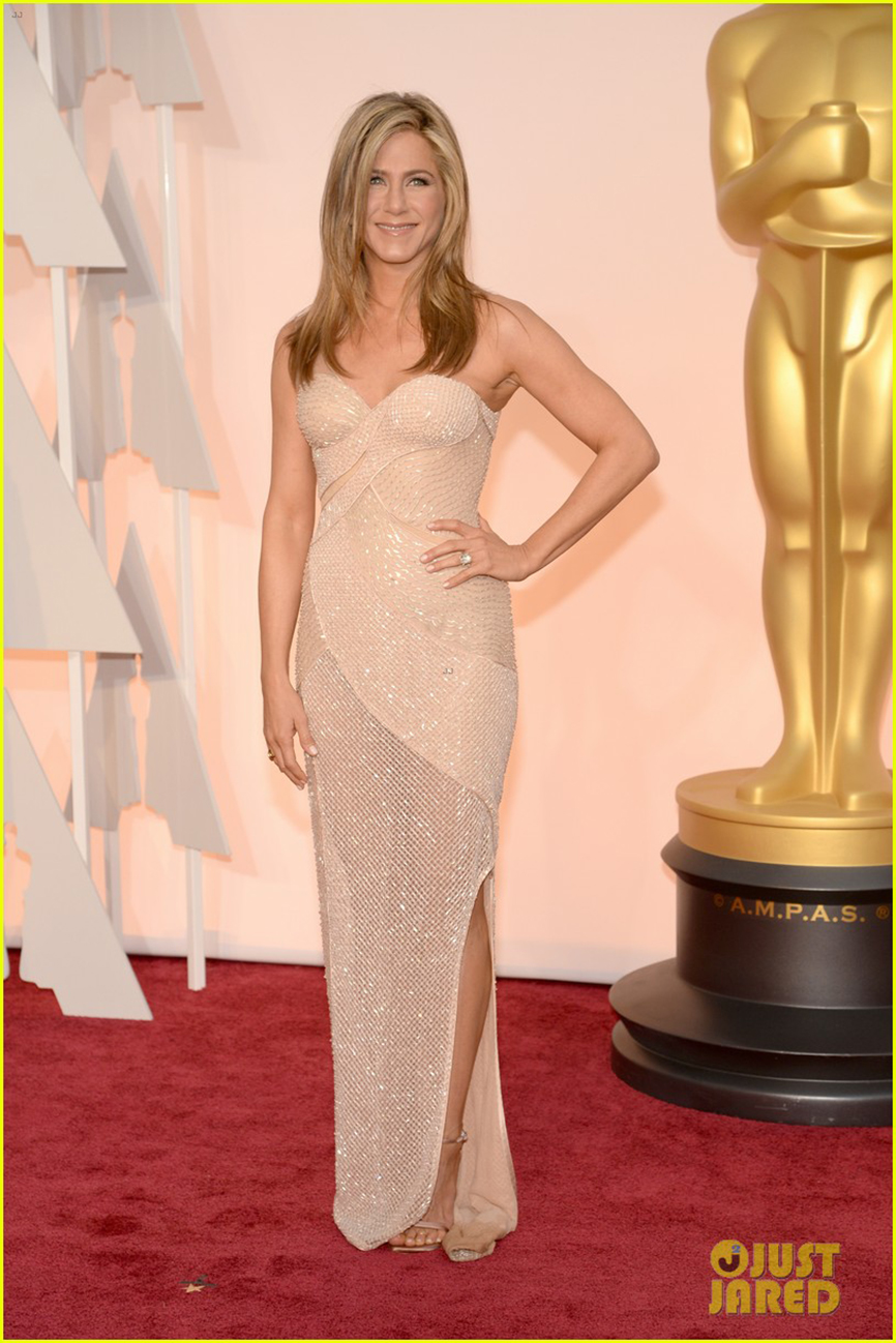 jennifer-aniston-justin-theroux-oscars-2015-05