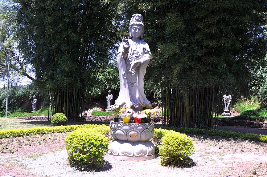 estátua templo zu lai