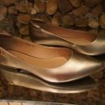 """Sapatilhas com """"truque do conforto"""" da Carolina Martori"""